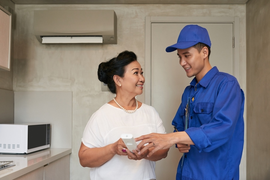 HVAC-technician-with-woman-in-home