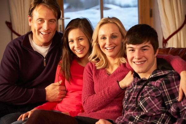 cozy-family-indoors-300x200@2x