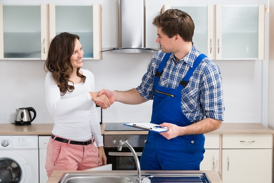 plumber-and-a-female-homeowner